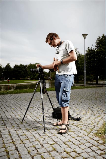 man camera photographer portrait tripod settings shorts glasses DSLR