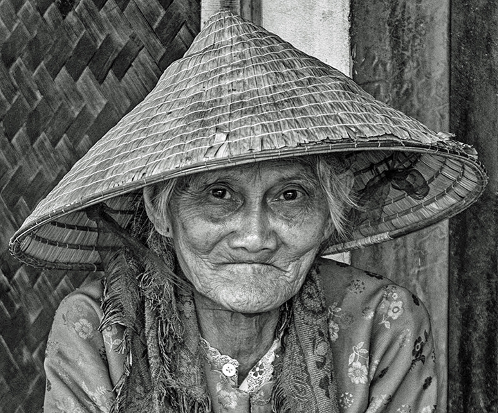 lady black and white hat HDR documentary