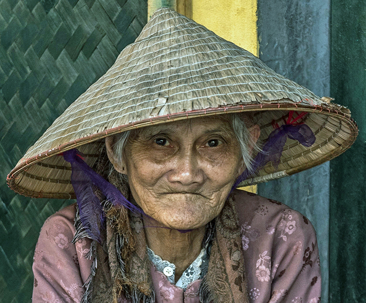 hat lady hdr documentary photography