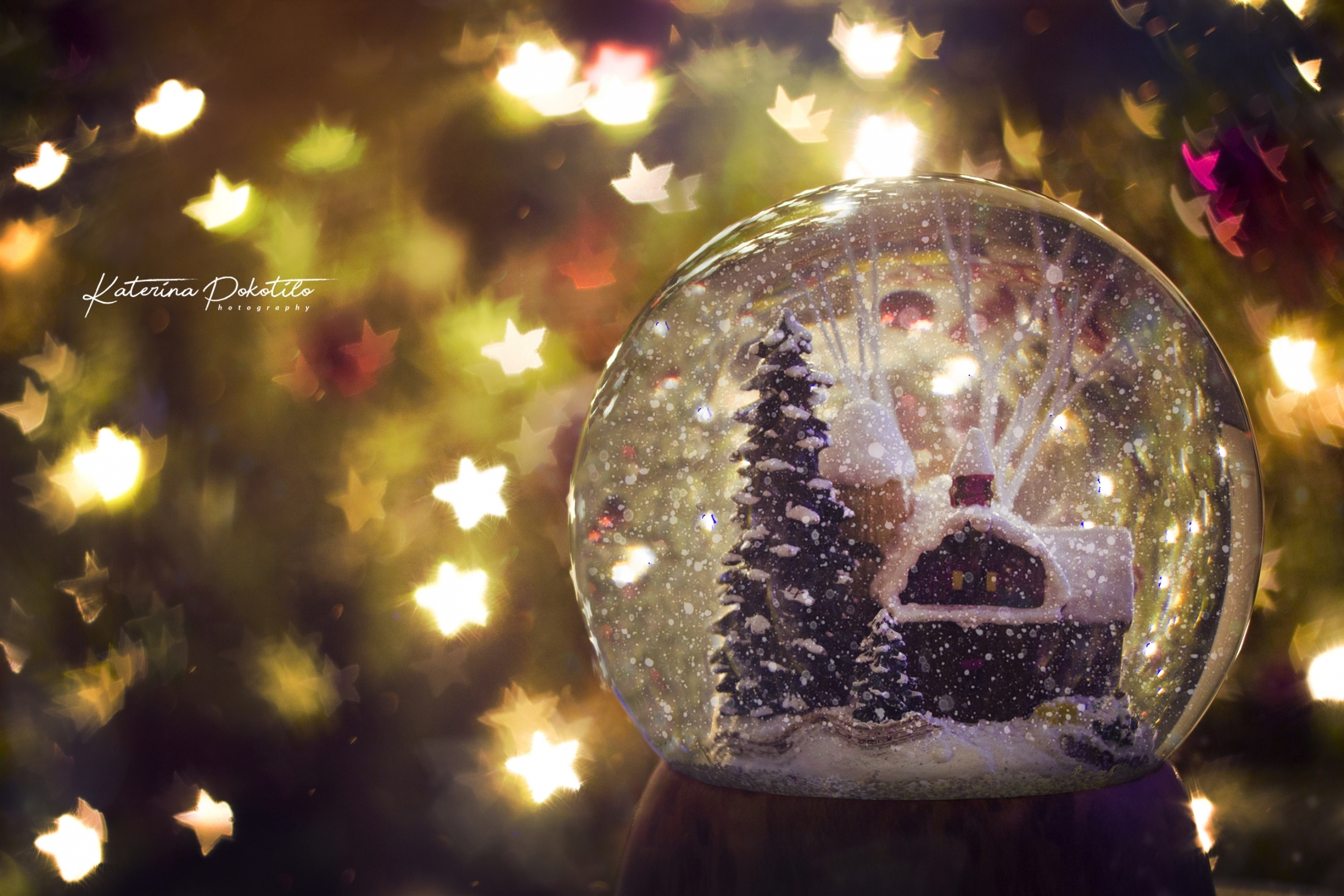 glass ball snow christmas