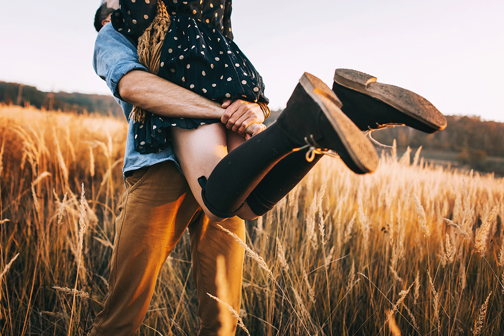 portrait photography couples field boots warm spinning